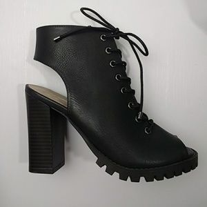 NEW! Lace up heeled, peep-tie combat boots - Sz 6